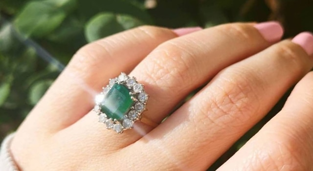 Emerald Engagement ring shining in the sunlight