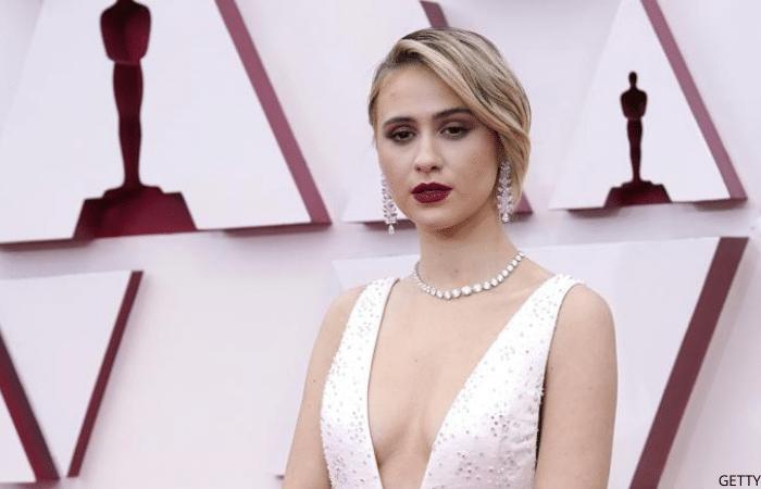 Maria Bakal wearing stunning diamond earrings and diamond necklace at 2021 Oscars